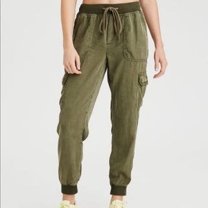 American Eagle green high waisted jogger pant